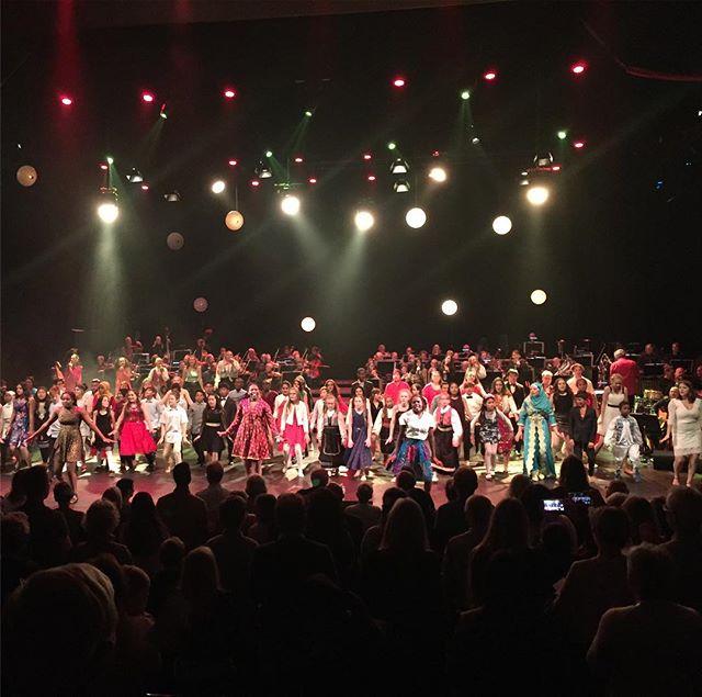 Fantastisk forestilling i @olavshallen i kveld med @fargespill_trondheim_