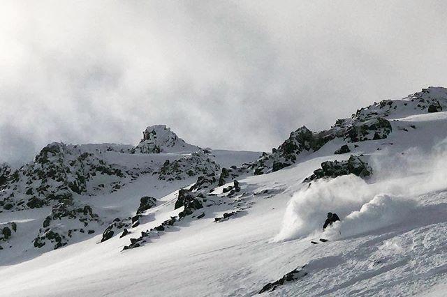 @ejorgie Showing us how its done!  #fullsend #faceshot #wheniniceland  #iceland #skiing #mountainguides #heliskiing #heliski #heliskiiceland #skitothesea #lovethisview #volkl #heliaustria