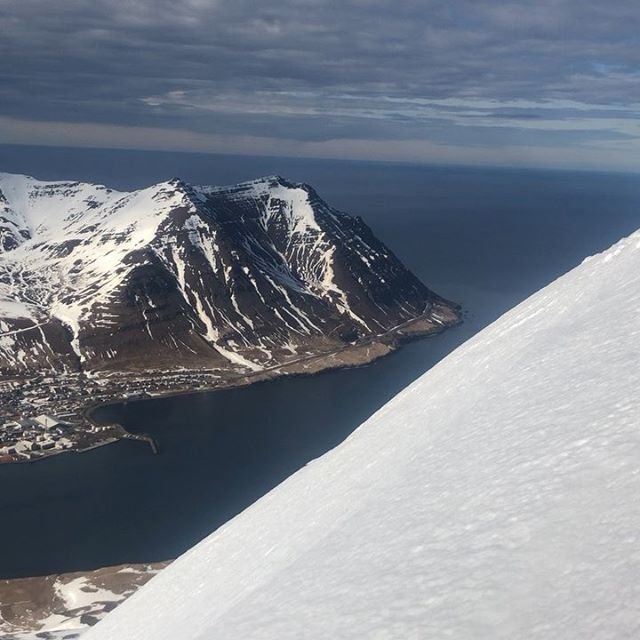 Thanks for the weekend guys!  #iceland #skitouring #skiing #mountainguides #skitothesea  #lovethisview #volkl  @arcticheliskiing #bergmennmountainguides