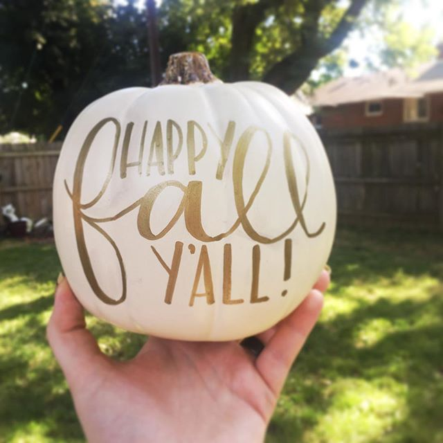 It's officially Fall!!! Time to put out ALL. THE. PUMPKINS.