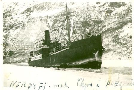 Isbryting på Nærøyfjorden vinteren 1941.jpg