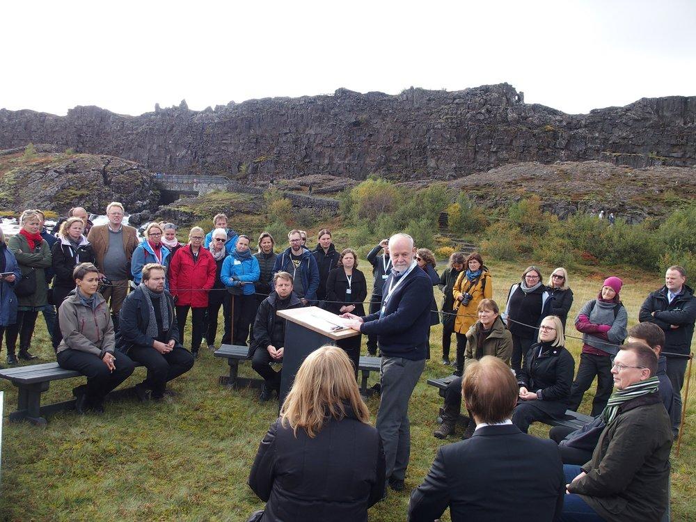 To representantar frå kvart land samla på Thingvellir. (foto:Trond Taugbøl)