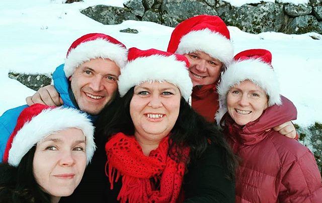 Me vil ynskje alle ei god og fredfull juletid og eit godt nyttår 🎅🤶🏻🎄 #godjul