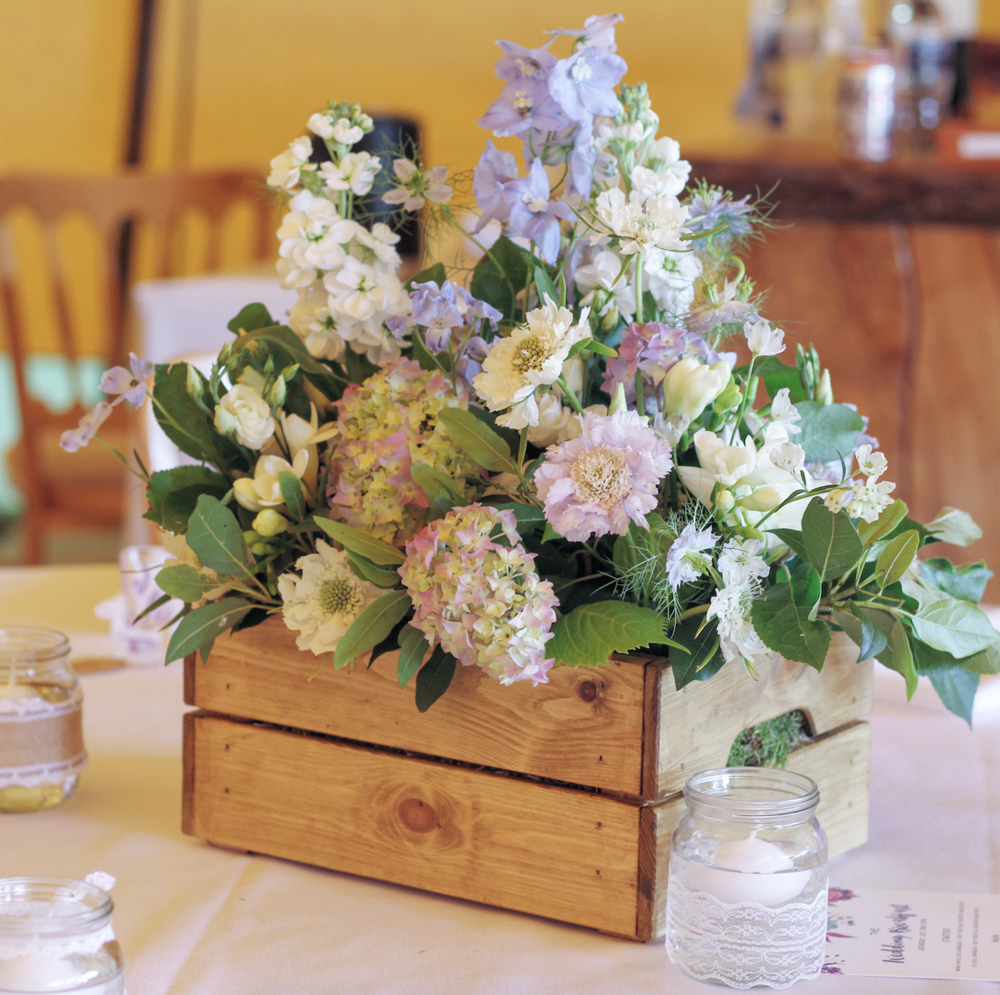 Kent florist Jennifer Pinder does flowers at Chafford Park in Kent wedding venue
