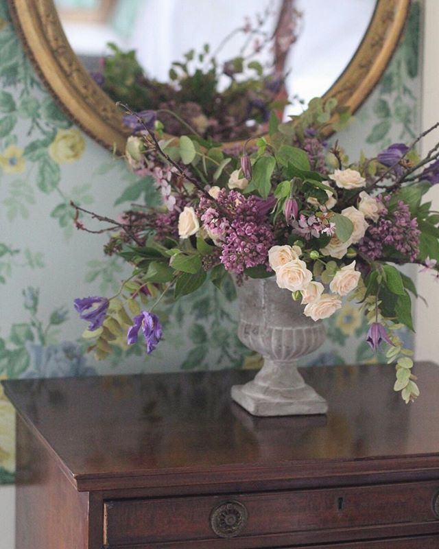 The wallpaper hunter strikes again... I am going to watch Ingrid Goes West tonight - this could be a mistake instageeks?! Thanks so much for having us on Sunday @chiddingstonecastlewedding @chidd_castle this is the bridal suite xx #underthefloralspell #dsfloral #floralfridaycompetition #inspiredbypetals#꽃#꽃스타그램#분당꽃집#수내꽃집#이쁜꽃집#꽃케이크#roses#countryhouse#englishcountryhouse#lilac#clematis#wedding#wallpaper#ingridgoeswest