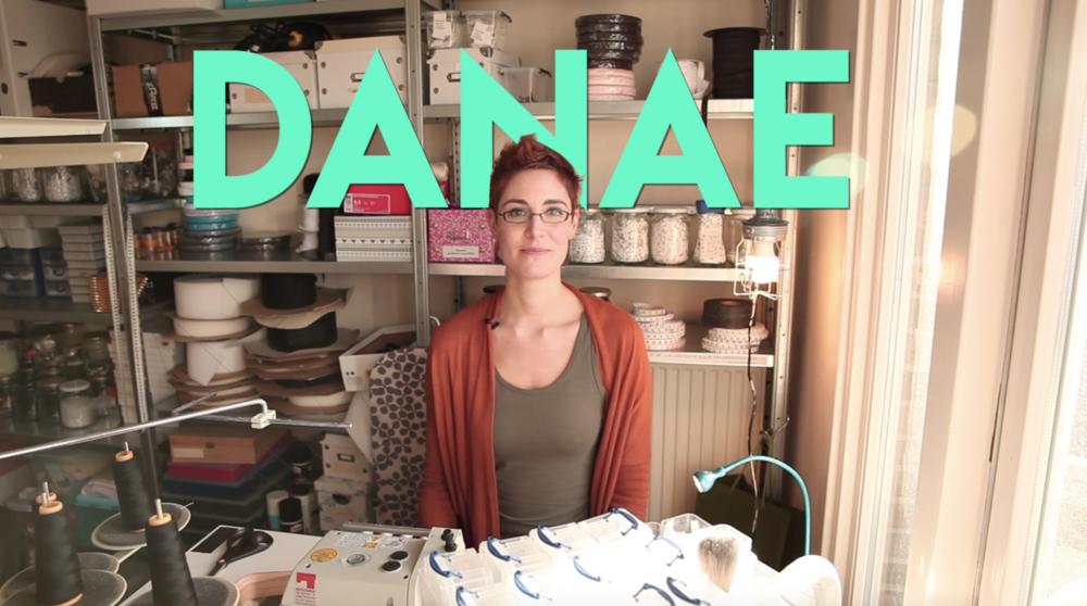 Danae van Trans-missie in haar naaistudio.