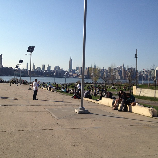 What happens when Williamsburg is sunny (at East River State Park)
