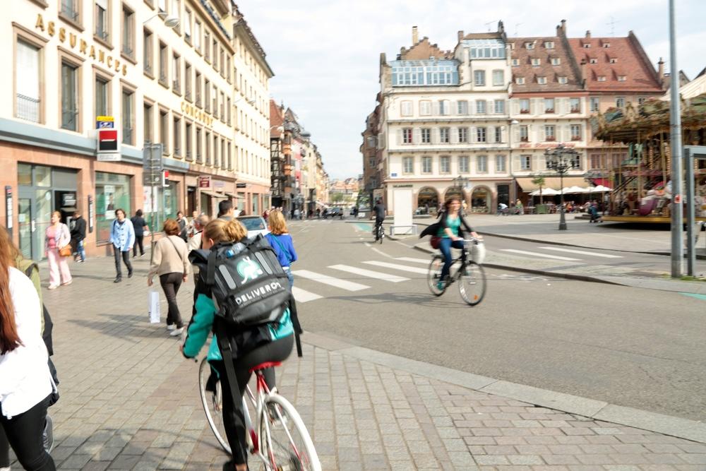 Indépendants, les coursiers à vélo de plats cuisinés facturent à la quinzaine