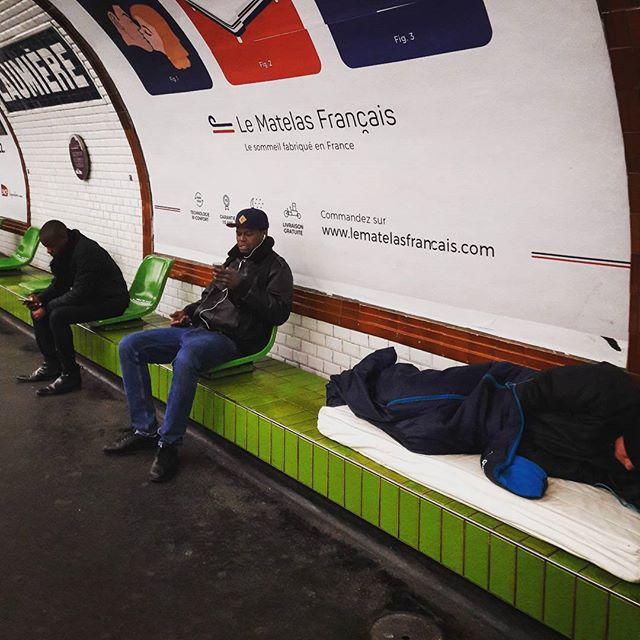 Le Matelas français  #metro #ironic