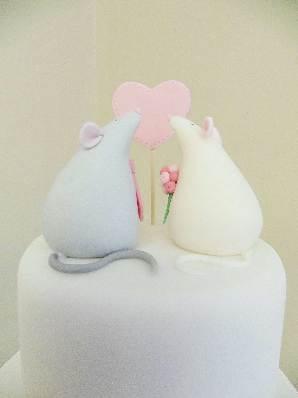 Sugar mouse topper