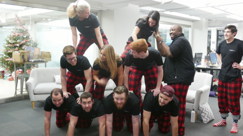 *Teambildung im Customer Success. Ja, die haben wirklich die gleichen Pyjamas an.