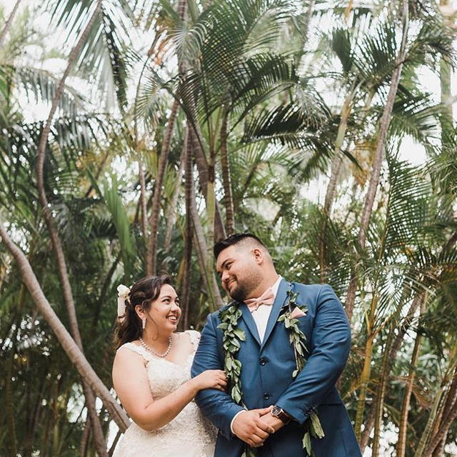 Sneak peek of Danielle and Jason's #waikiki wedding up in my insta stories! 🌴🌴🌴 @pineappleprincessdani  @dat5oh  THANK YOU @colormykisses  @davidsbridal  @whitehothawaii  @vidachicevents  @mike.vidales  @hiltonwaikikibeach  @creationsbyyouhawaii  @acakelife