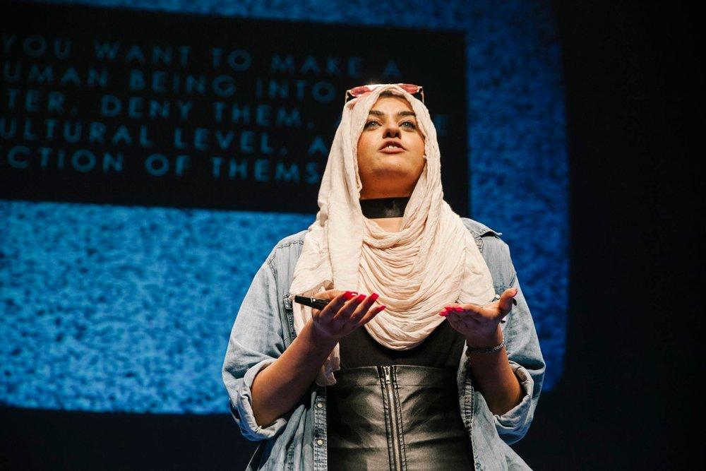 Amani Al-Khatahtbeh : Muslim Girl