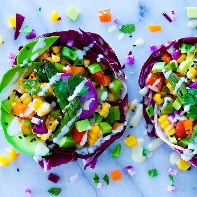 Red cabbage-radicchio boats, corn salsa, sliced avocado topped with lemon-tahini sauce. Have you ever tried cabbage boats before? What's your favourite filling, besides 🥑? . . . . .  #veggieheaven #avocado #corn #yum #vegan #veganbowl #raw #feedfeed #thrivemags #plantbased #healthy #healthyfood #vegansofig #foodie #whatveganseat #tahini #veganfoodshare #ahealthynut #avocadoaddict #letscookvegan #veggies #avodaily #nutrition