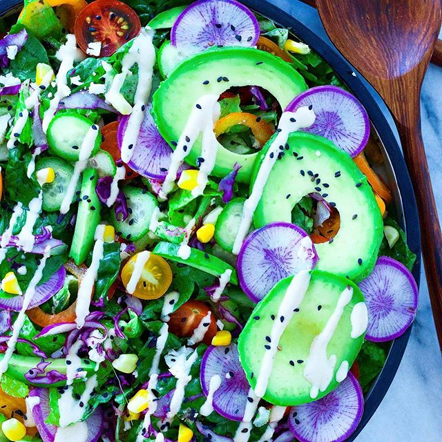 After yesterday's post, I felt the need to prove to you (but mostly to myself) that I can eat more than just avocado, corn and tomatoes. So I added to my favourite trio (🥑🌽🍅), chopped lettuce, cucumbers, purple daikon, cabbage, bell pepper and lemon-tahini dressing! . . . . #salad #avocado #avocadoaddict #raw #plantbased #vegan #tahini #thrivemags #ahealthynut #yummy #feedfeed #eattherainbow #healthy #healthyfood #nutrition #vegansofig #veganfoodshare #bestofvegan #avodaily #beautifulcuisines #fresh #greens