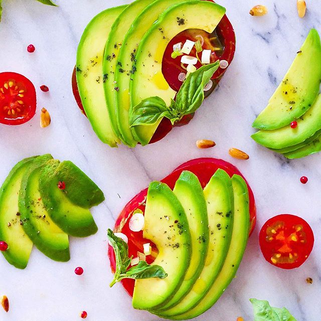 Life is complicated enough - let's embrace simplicity in the kitchen at least! Sliced heirloom tomatoes, avocado, toasted pine nuts, basil, spring onions and smoked sea salt. That's all you need! . . . . . #avocadotoast #simplicity #avocado #tomato #basil #vegan #avodaily #avolovers #raw #ahealthynut #yum #vegansofig #feedfeed #thrivemags #healthy #fresh #healthyfood #healthyfats #beautifulcuisines #whatveganseat #vegansofig #veganfoodshare #foodie #foodphotography