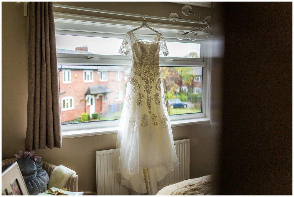 Village-Hotel-Wedding-Photography-Emma-Justin_0004.jpg