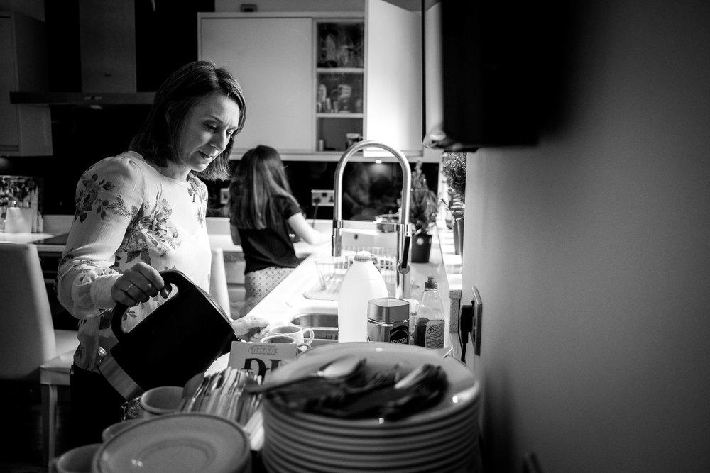 mum making tea for everyone