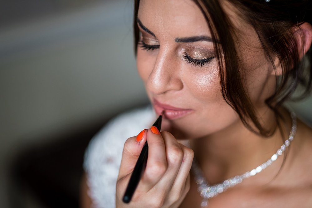 final touches to wedding makeup