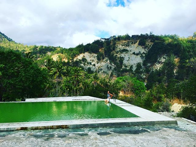Nothing better than relaxing in a hot spring after a really looooooooooong ride 😂 #hotsprings #maliana #timorleste