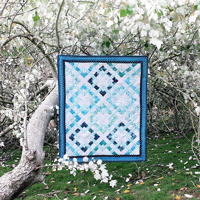 💙Silver leaves & blue bells💙 Shipping next week #bluebellefabric . . . . . #flaurieandfinch #quiltsofinstagram #shiny #bluemetallic #bluebells