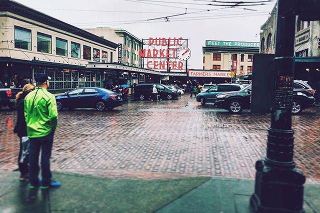 The rain makes everything shine.  #seattle #pikeplacemarket #freshfood #lamdmark #washington #explore #citylife #vscocam #vsco #rain #iconic #photography #urban #streetphotography