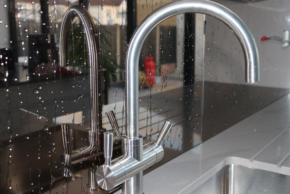 No, this mirror glass splashback isn't wet... its liquid!