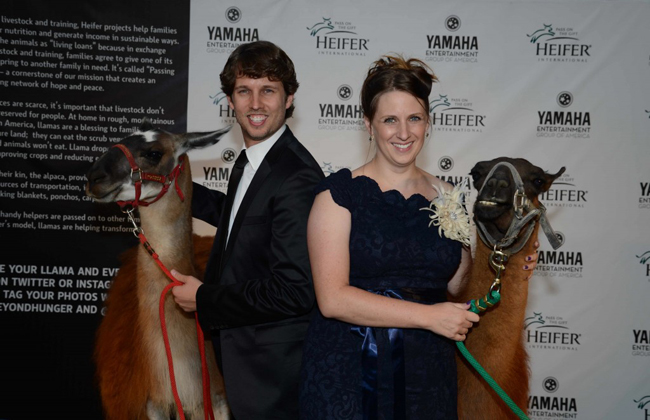 Jon and Kirsten Heder. © Heifer International