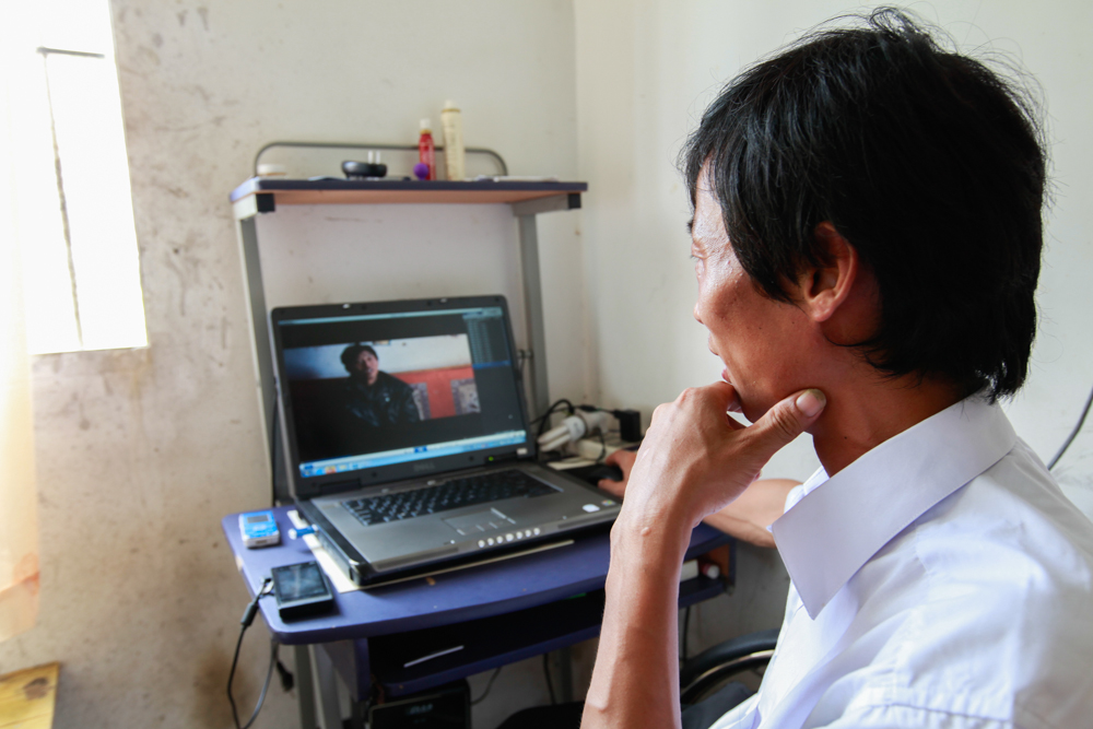 Yuan Zhitong back in his Shenzhen factory dorm room, August 2013.