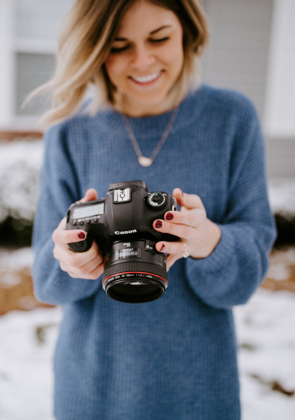 SARAH MOSER IS A WEDDING PHOTOGRAPHER BASED OUT OF NASHVILLE, TN. SHE SPECIALIZES IN NATURAL LIGHT PHOTOGRAPHY AND IS PASSIONATE ABOUT CAPTURING COUPLES IN LOVE.