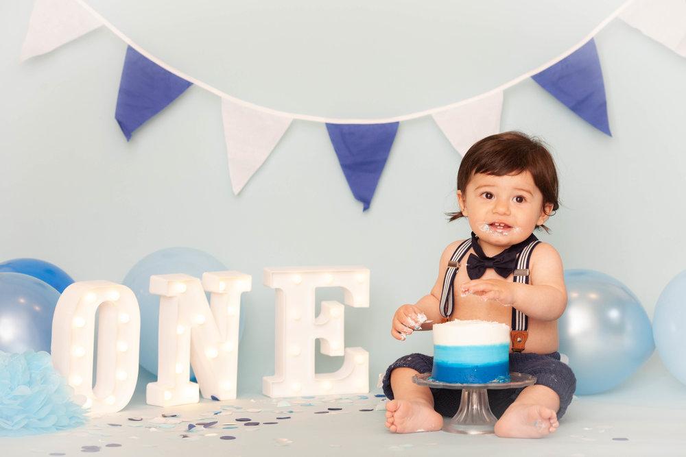 first birthday photo shoot cake smash chicago
