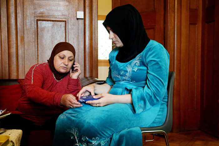 Les familles palestiniennes viennent de recevoir un titre de voyage. Pour la première fois, chacun détient un document lui permettant de traverser les frontières voir de rendre visite à ses proches dispersés aux quatre coins du monde.