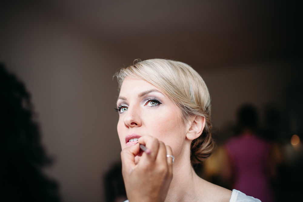 evabloem-bruidsfotografie-amsterdam-bruid-klaarmaken-12.jpg