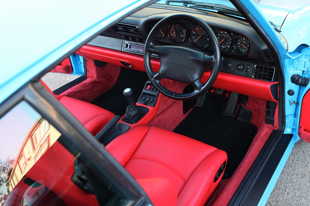 Red interior on Porsche 993