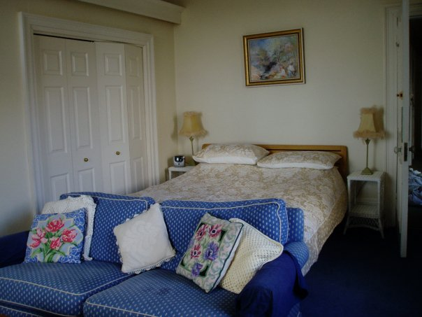 blue_room_2.jpg