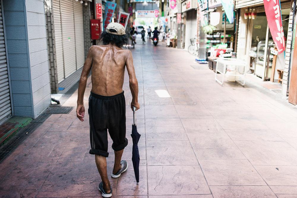tokyo-homeless-back-2000.jpg