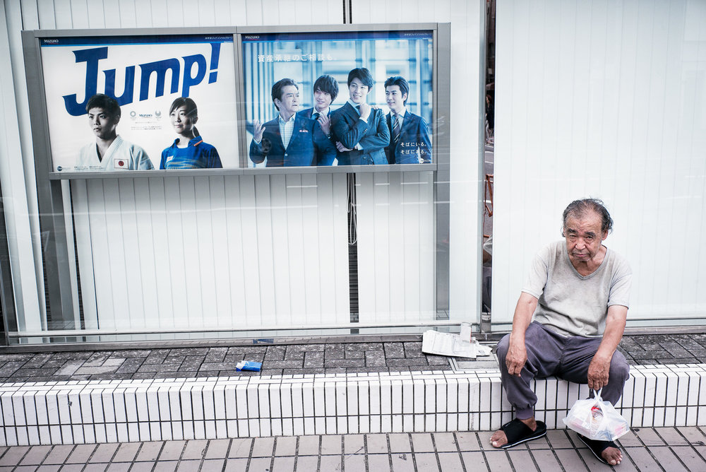 Tokyo-bank-ads-and-the-harsh-reality-2000.jpg