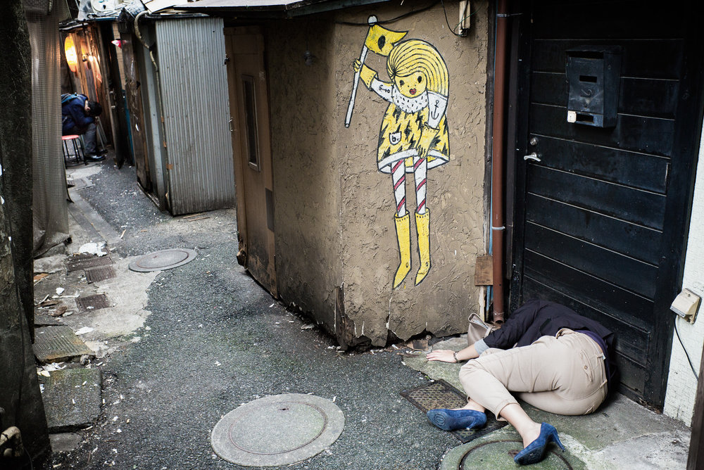 drunk-and-asleep-in-an-alley-japanese-woman2-2000.jpg
