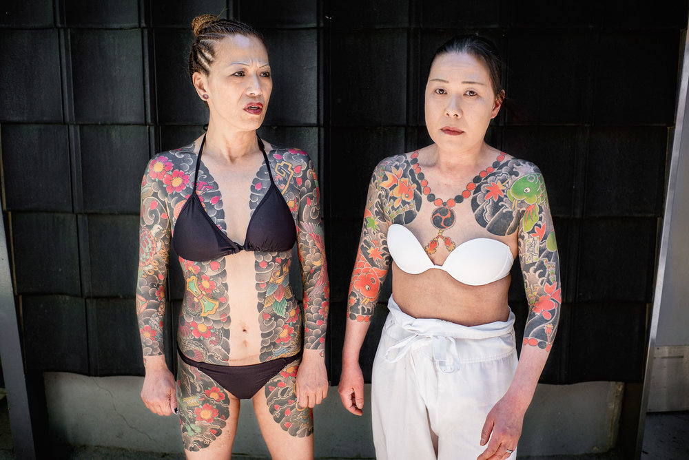 Japanese-women-with-traditional-tattoos-in-tokyo-2000.jpg