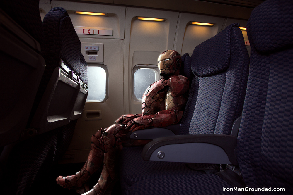 Iron Man in der Flugzeug Szene, welche in einem auf Flugzeug spezialisiertes Studio entstand - fotografiert/inszeniert von Raffael Dickreuter