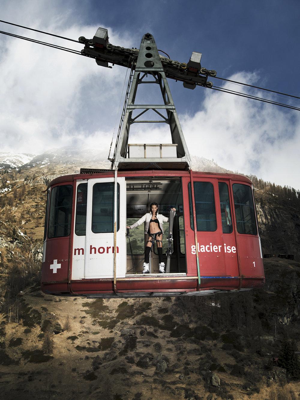 Andjela Milanovic, unser Schweizer Topmodel in der Pendelbahn Zermatt Bergbahnen.
