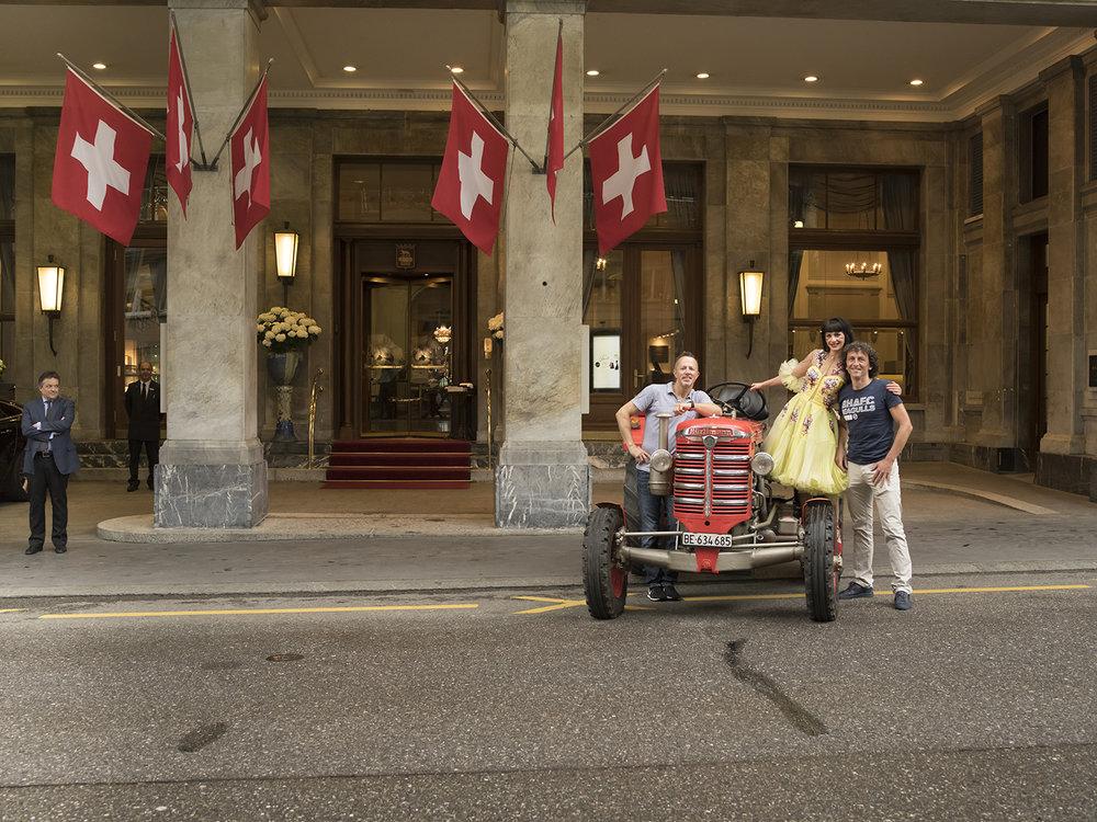 Hatte uns immer im Blick ;-): Hotel Direktor Urs Bührer beim Shooting mit Milena