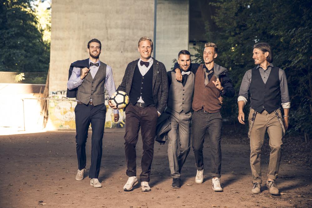 Nein, das sind keine BSC YB Spieler! Das sind die Jungs des FC Thun, welche ich für ein Editorial für MISMagazin & PKZ for men fotografiert habe. Sie haben YB sechs Punkte in der Vorrunde abgeknöpft. Deshalb haben die Thuner auch gut Lachen. In der Rückrunde werden sie dem FC Basel sechs Punkte abnehmen...:-)