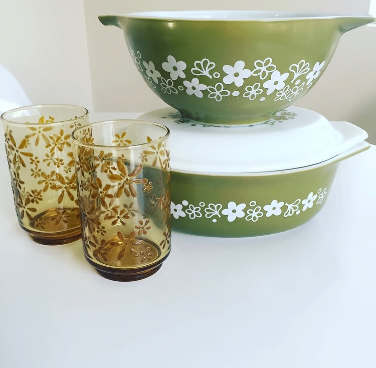Midcentury pyrex and amber glass. I love daisies!