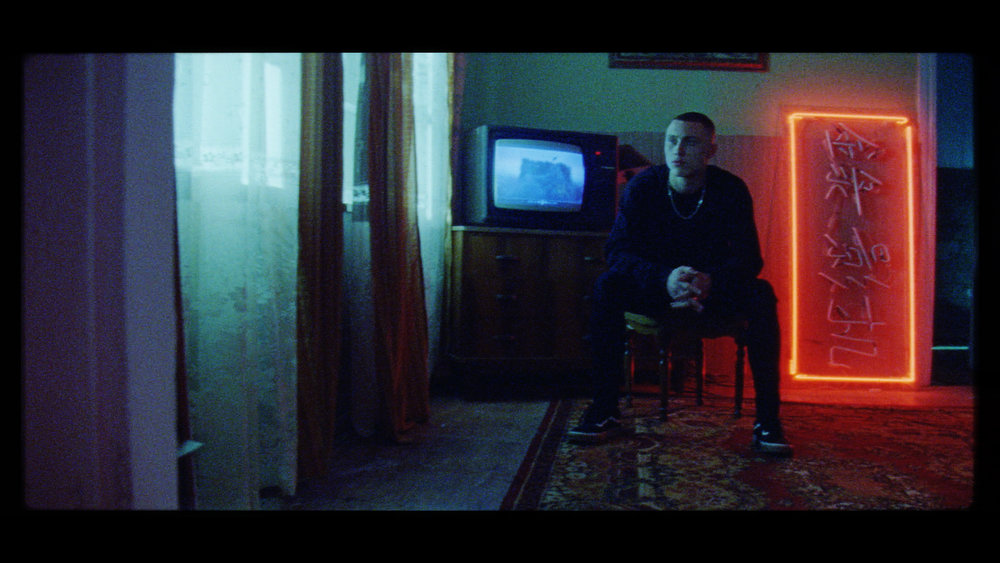CineMag_068.01_14_56_18.Still084.jpg