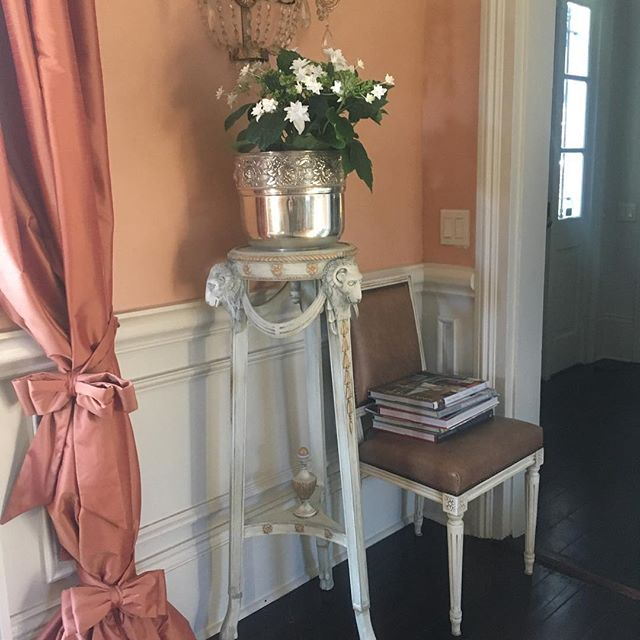 Always a treat to visit this home of loyal clients.  I painted and gilded these 🐏head plant stands about 5 years ago.  I wish I had a before 📸 these were a serous #gildedlily project, they were dark brown and morbid. #rethinkyourfurniture #gildedlillies #eljfinefinishes #alwayshandpaint