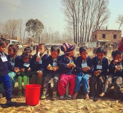 bambino di scuola Nepal