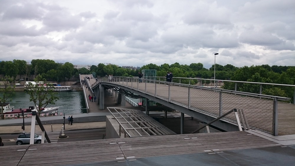 swerving bridge --Passerelle Simone-de-Beauvoir