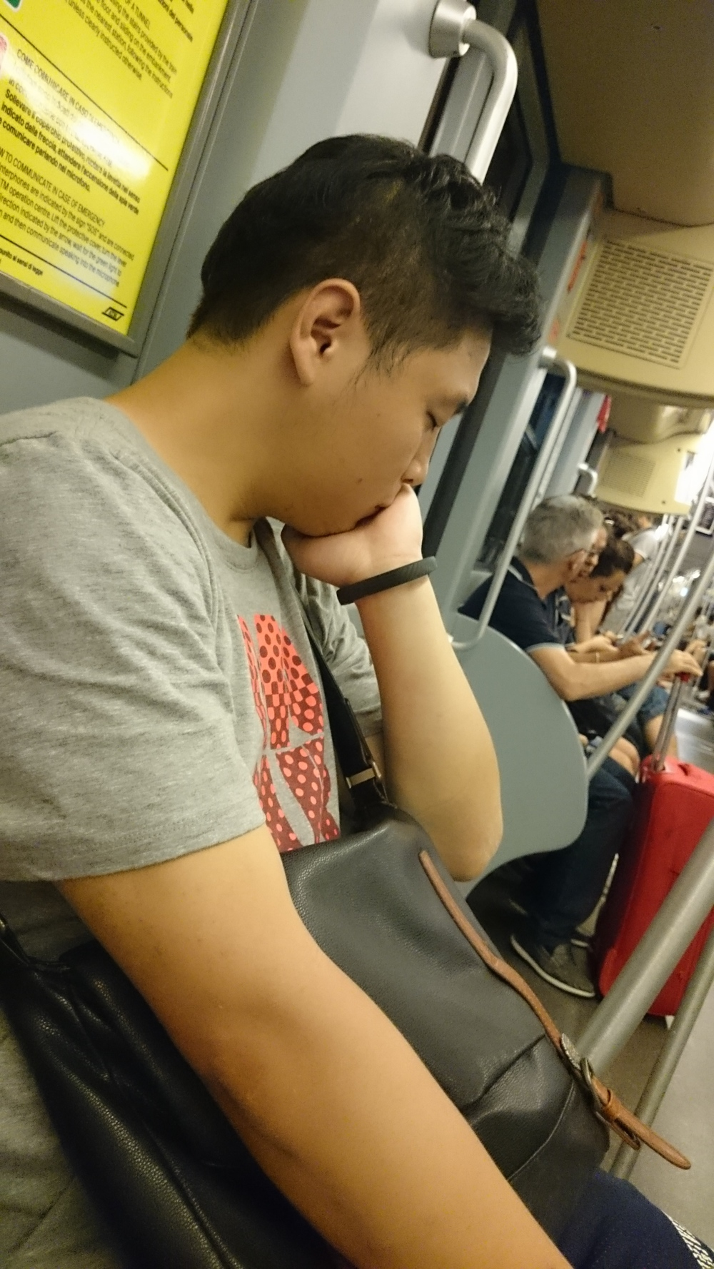 Congee sleeping in public #2