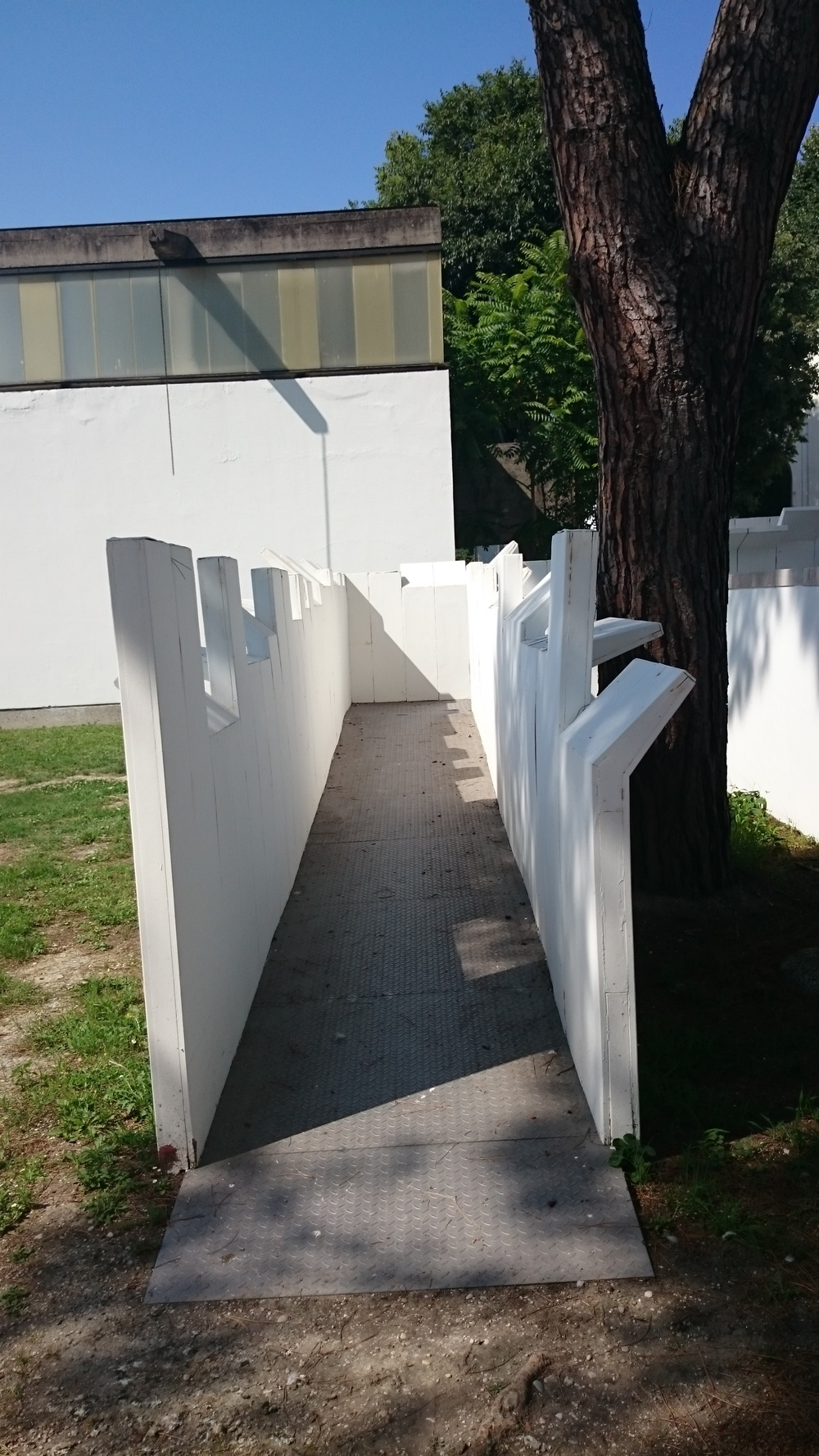 Cool walkway design